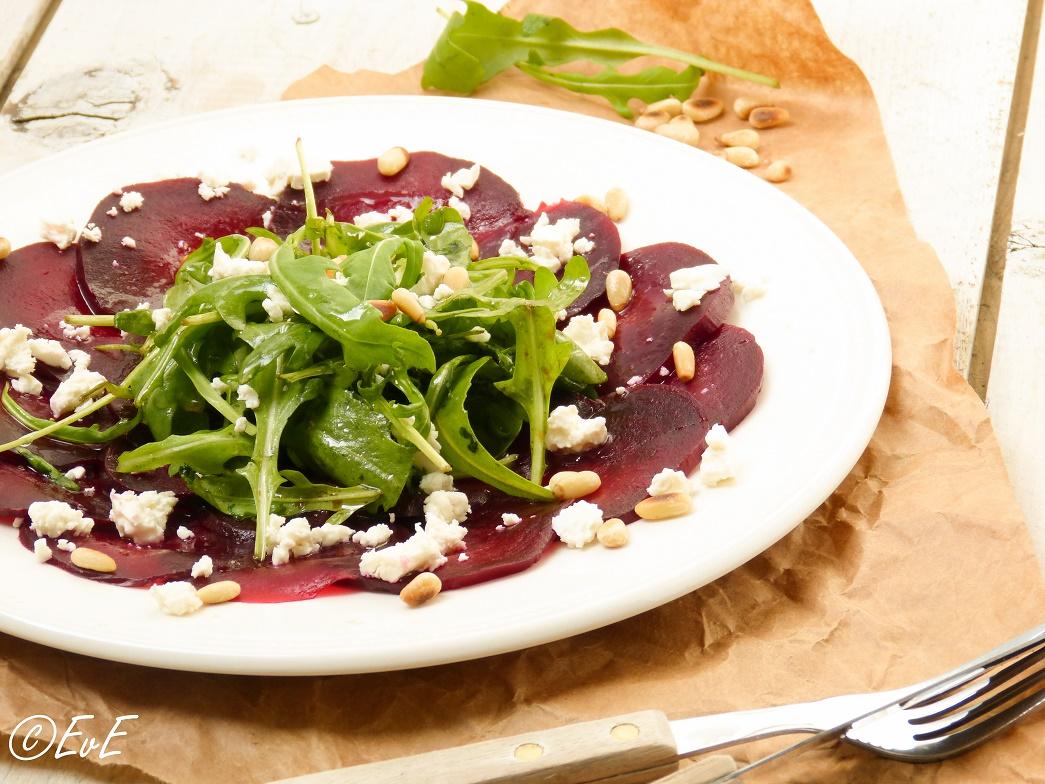 Of voor de vegetariërs onder ons: rode bietencarpaccio (vet lekker!)