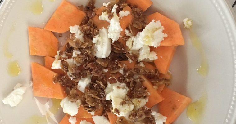 Salade van zoete aardappel met geitenkaas