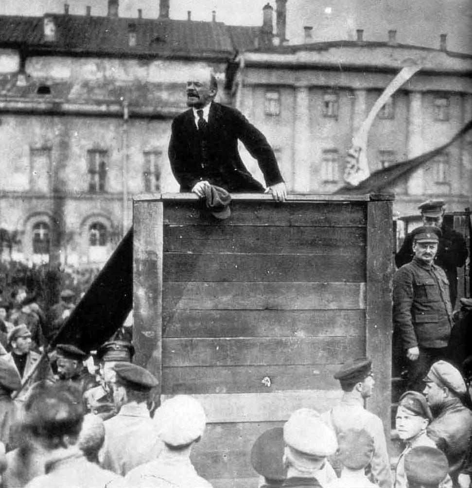 Photo originale de Lénine, avec Trotsky à droite.