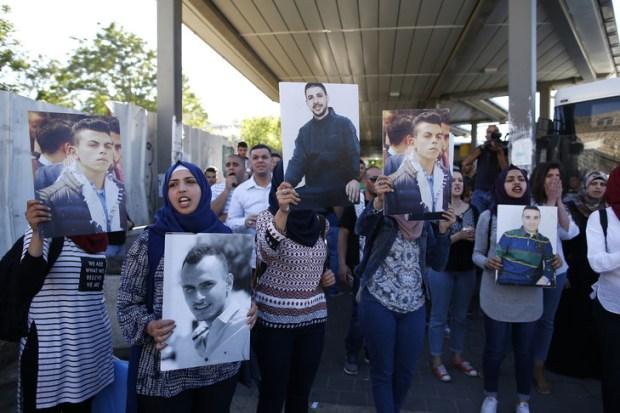 familles-Palestiniens-emprisonnes-prisons-israeliennes-manifestent-vieille-ville-Jerusalem-29-avril-2017-soutien-prisonniers-palestiniens