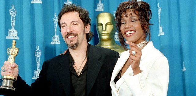 Whitney Houston: Το άδοξο τέλος της βασίλισσας των Grammys (pics+vid)