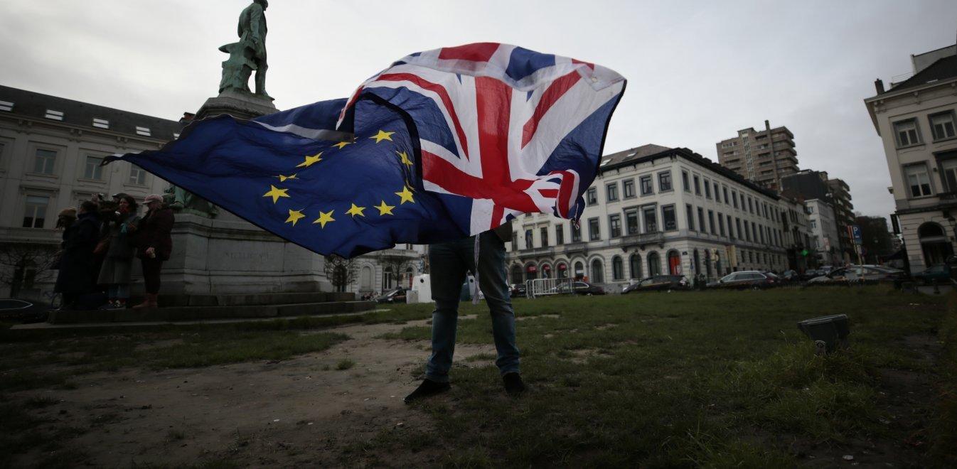 Brexit: Αδιάλλακτο το Ηνωμένο Βασίλειο ετοιμάζεται για μπρα ντε φερ με την ΕΕ