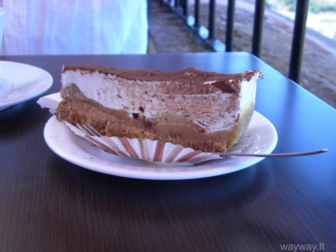 """kavinė """"Fontanella"""". Pyragas """"Banofee"""" (toffee ir bananų pertepimai ant biskvito pagrindo)"""