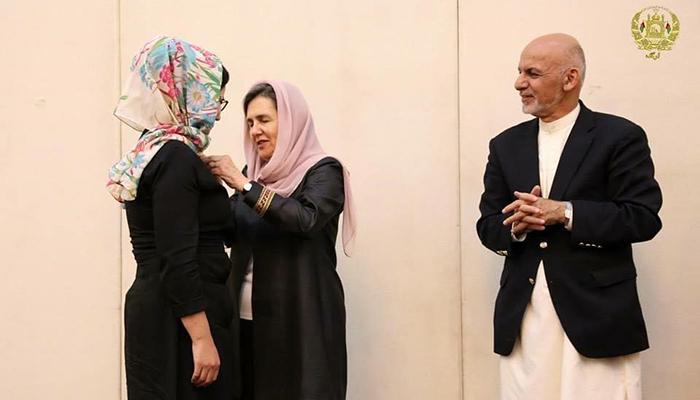این معین وزارت دفاع معتقد است که رییسجمهور غنی به معنای واقعی کلمه در عرصهی بهبود مشارکت زنان در نهادهای دولت، یک انقلاب در تاریخ افغانستان صورت داده است.