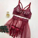 Ensemble de lingerie sexy pour femme 3 pièces – Soutien-gorge brodé floral et string doux et mini jupe sari – Nuisette dos nu en dentelle avec string – Rouge – M