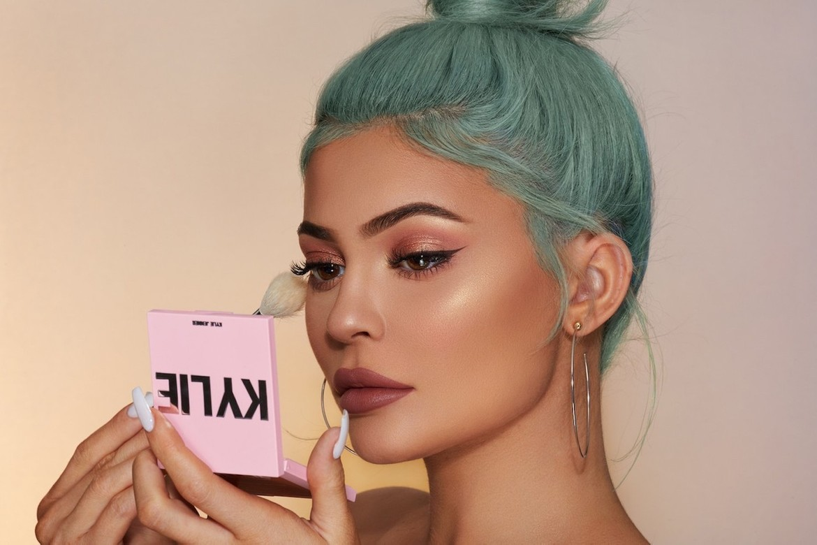 https___hypebeast.com_wp-content_blogs.dir_6_files_2020_01_kylie-jenner-cosmetics-new-products-launching-2