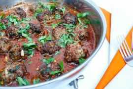 Lammekjøttboller i krydret tomatsaus - oppskrift / Et kjøkken i Istanbul