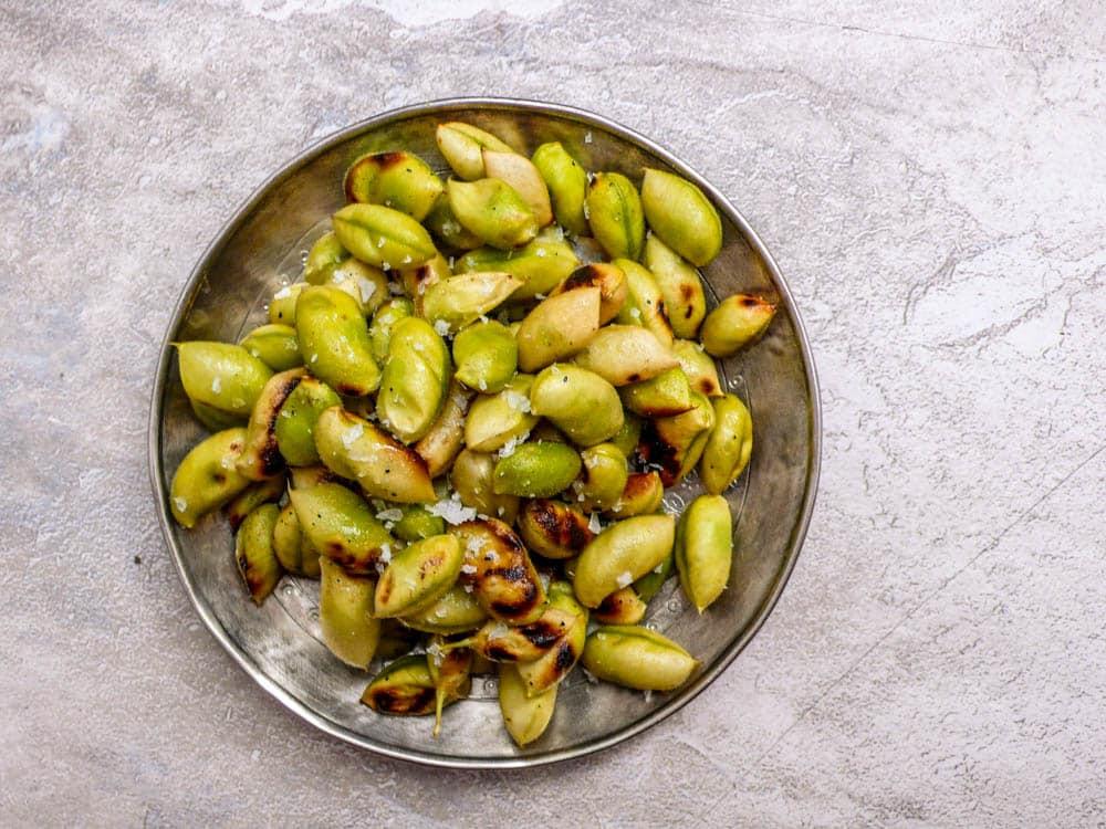Ristede og dampede kikerter i belgen - oppskrift / Et kjøkken i Istanbul