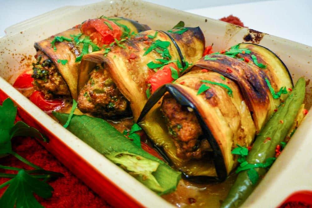 Fylte aubergineruller med tyrkiske kjøttboller - oppskrift / Et kjøkken i Istanbul