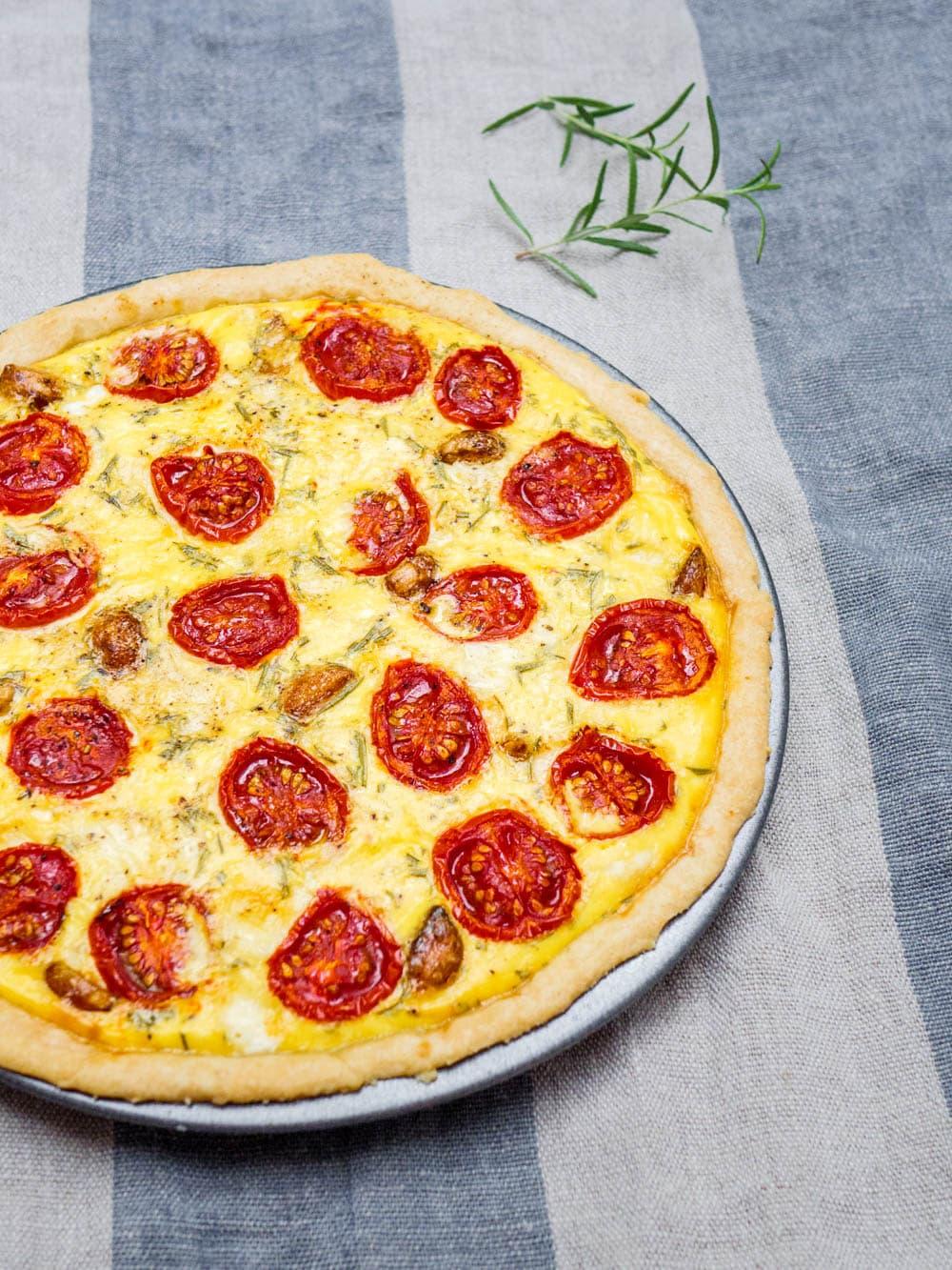 Terte med tomat og hvitløk - oppskrift / Et kjøkken i Istanbul
