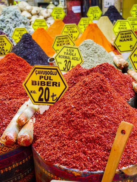 Pul biber, tyrkiske chiliflak og Aleppochili - alt du trenger å vite / Et kjøkken i Istanbul