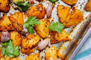 Ovnsbakt potet med tyrkiske chiliflak - oppskrift / Et kjøkken i Istanbul