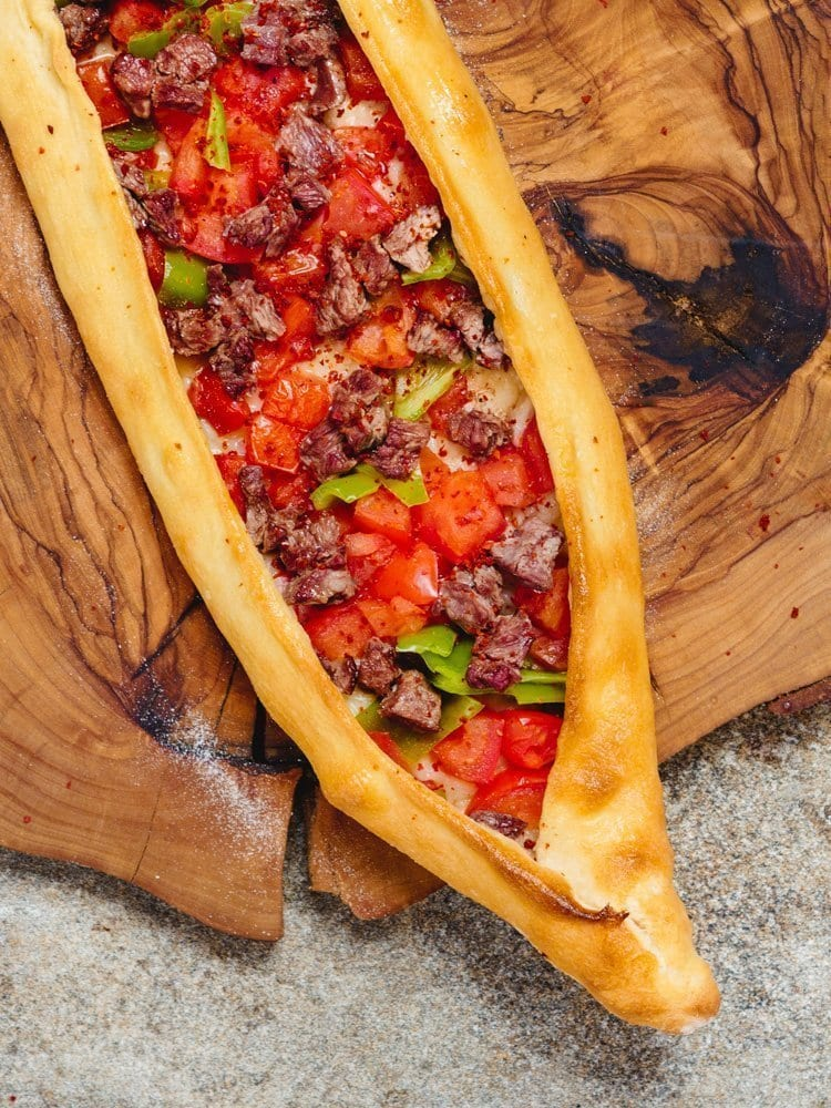 Tyrkisk «pizza» –Pide med biffstrimler