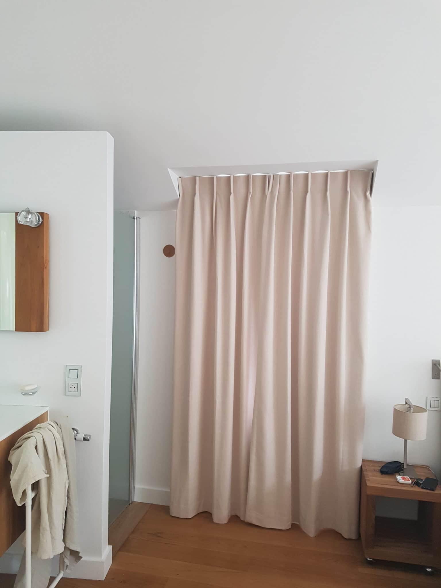 un rideau acoustique pour une porte d
