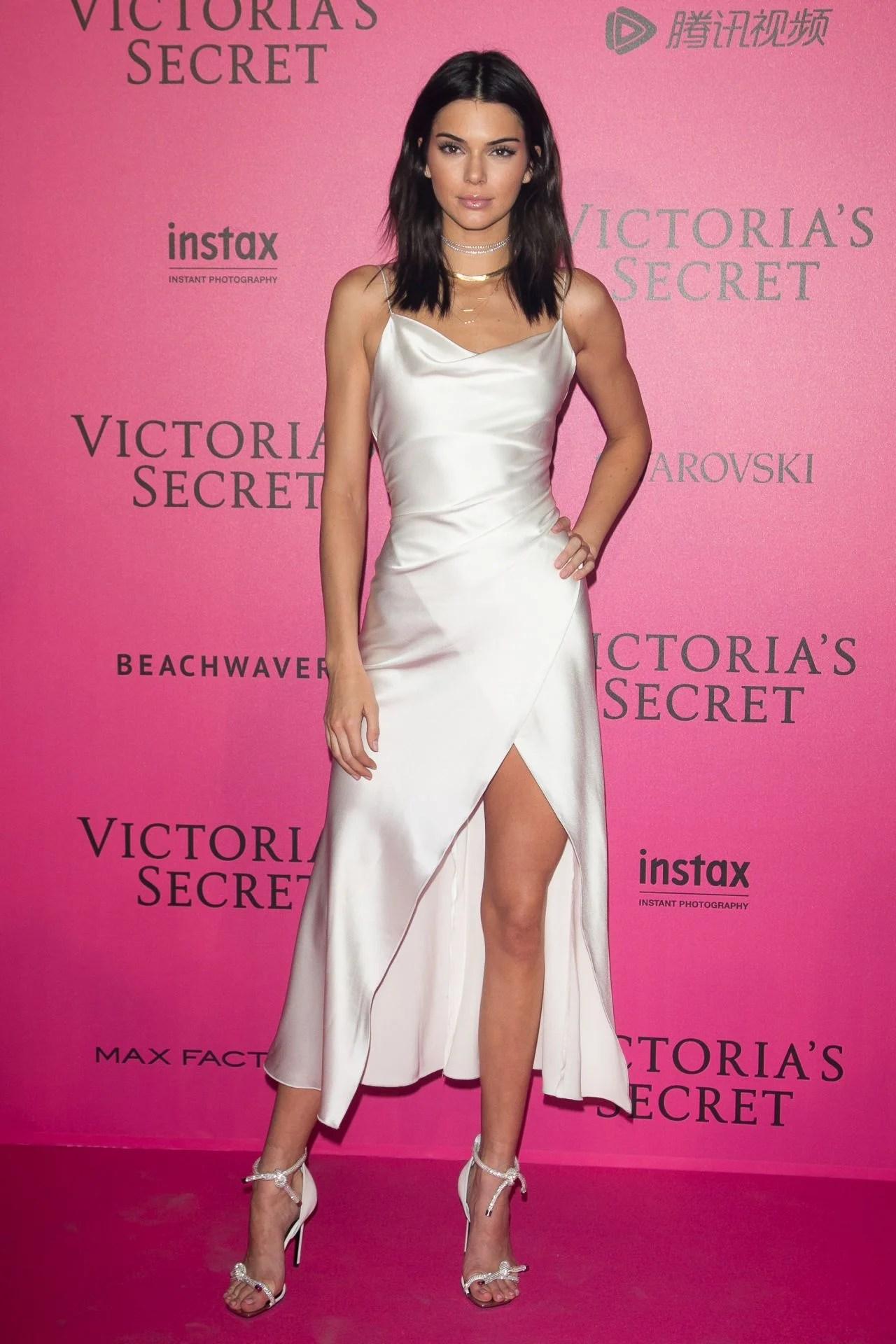 Bella Hadid Victorias Secret Fashion Show 2017