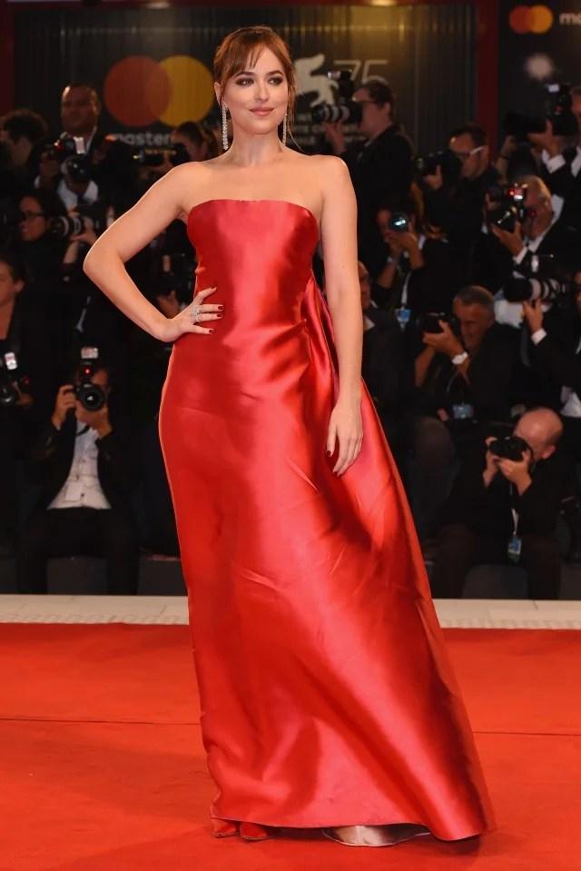 Dakota Johnson Suspira Festival du film de Venise Première