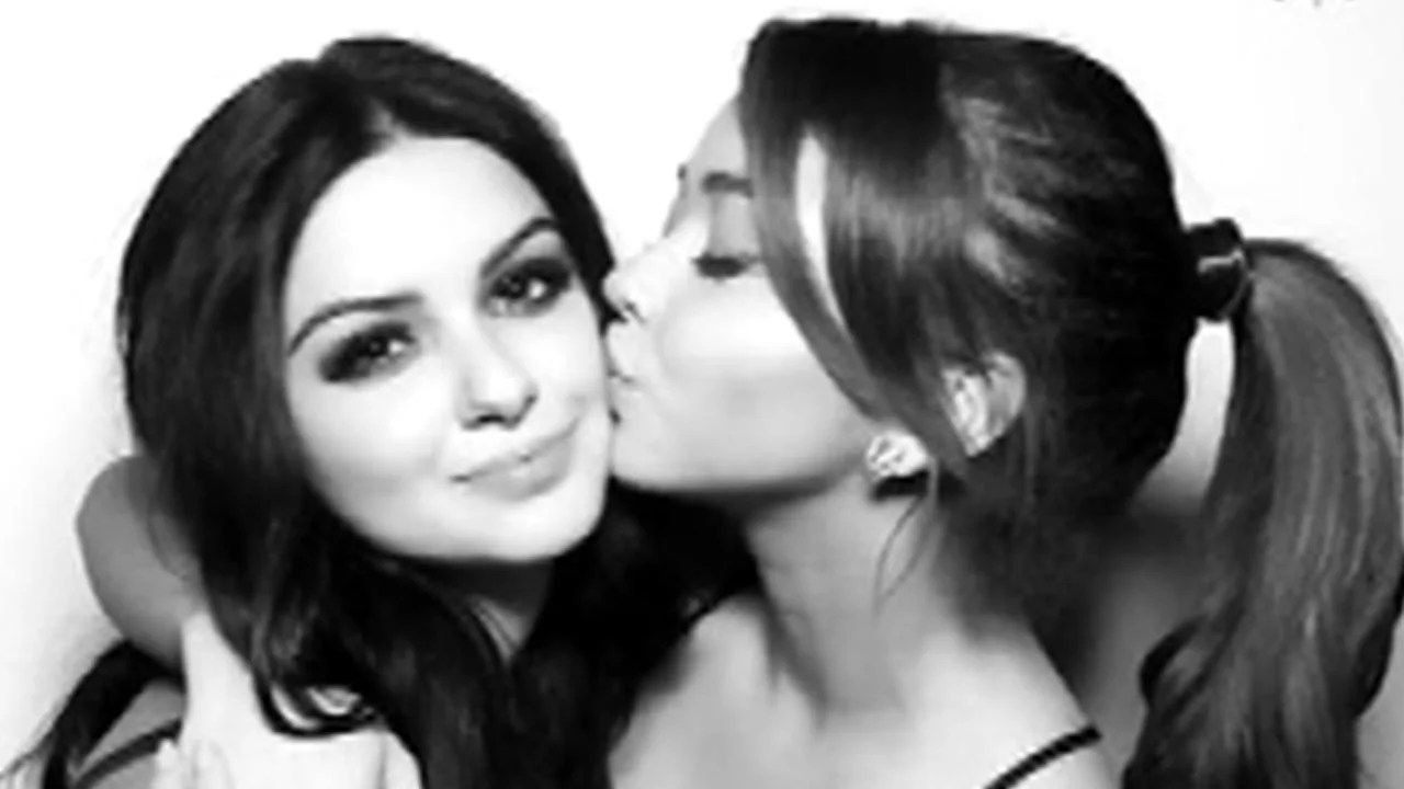 Sarah Hyland Sends Sweet Birthday Wishes To Ariel Winter Youre The Little Sister I Always