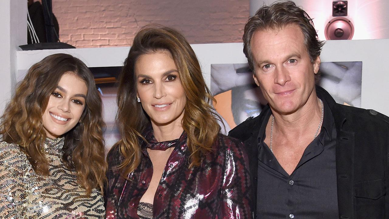 Cindy Crawford Celebrates Daughter Kaia Gerbers Sweet 16 With Adorable Flashback Photo