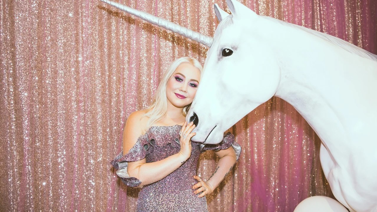 How To Get RaeLynns Shimmering Unicorn Glam Look