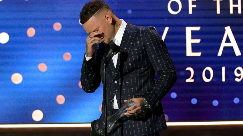 Kane Brown Breaks Down Crying While Honoring Late Drummer Kenny Dixon