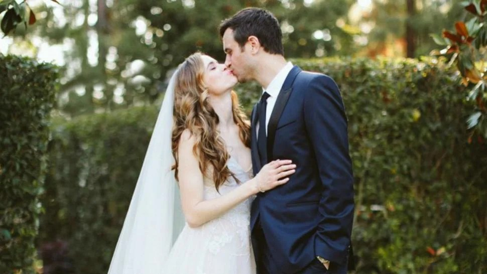 The Flash Star Danielle Panabaker Marries Hayes Robbins