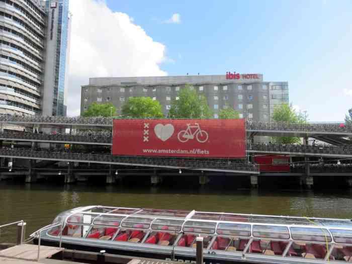 Amsterdam, parking à vélo ©Etpourtantelletourne.fr 2015