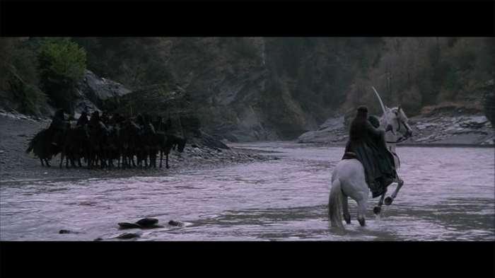 """Ford of Bruinen © copie d'écran tirée du film """"Le Seigneur des anneaux : la communauté de l'anneau"""" de Peter Jackson / New Line Cinema"""