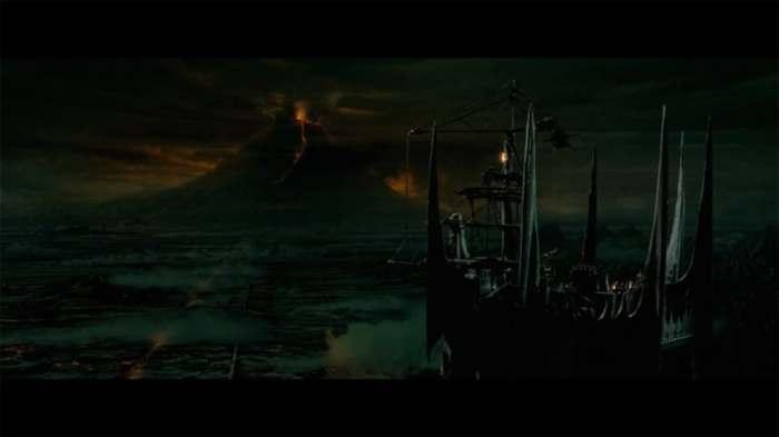 """Montagne du Destin © copie d'écran tirée du film """"Le Seigneur des anneaux : la communauté de l'anneau"""" de Peter Jackson / New Line Cinema"""