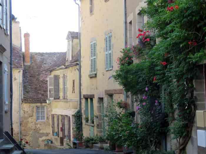 Séjour en famille dans le Berry : Saint-Benoit du Sault, plus beau village de France ©Etpourtantelletourne.fr