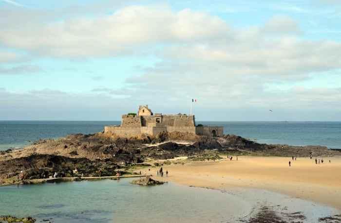 Saint-Malo fort national 2017 ©Etpourtantelletourne.fr