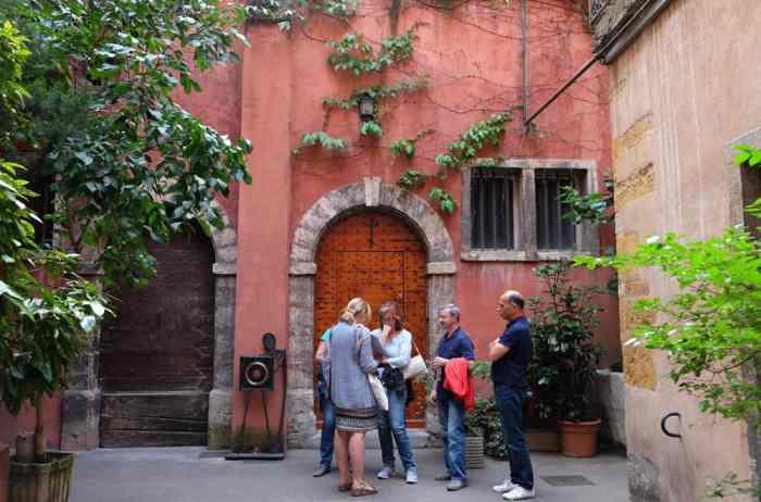 Vieux Lyon jolie cour ©Etpourtantelletourne.fr