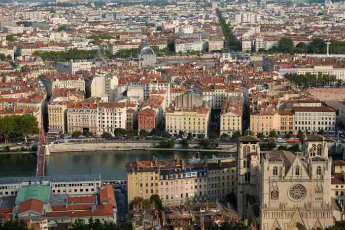 Vue depuis la colline de Fourvière Lyon ©Etpourtantelletourne.fr