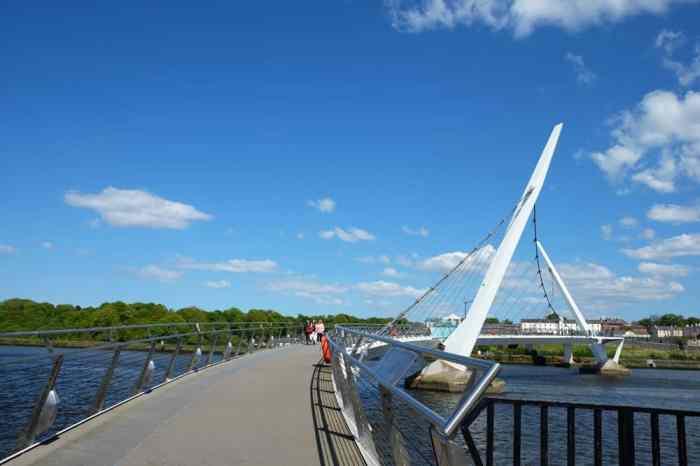 irlande du nord Londonderry pont de la paix ©Etpourtantelletourne.fr