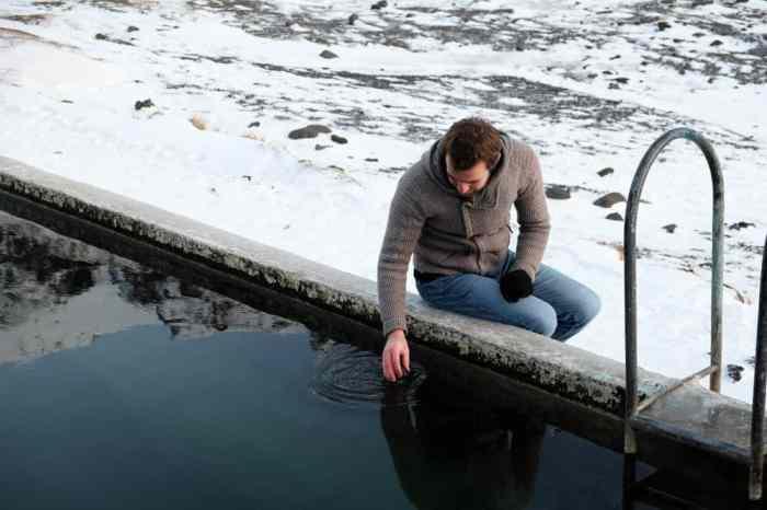 Islande en hiver La piscine cachée Seljavallalaug ©Etpourtantelletourne.fr