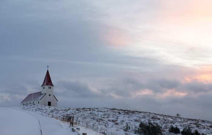 Islande en hiver église de Vik ©Etpourtantelletourne.fr