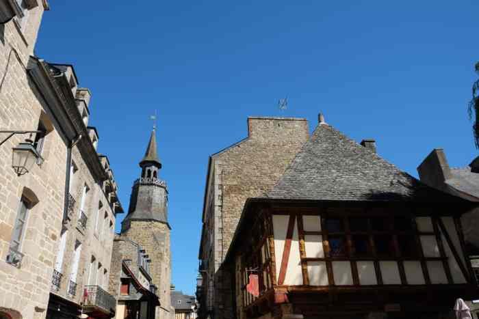 dans les rues de Dinan ©Etpourtantelletourne.fr