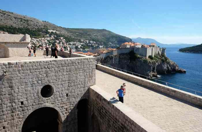 Itinéraire sur les lieux de tournage de Game of Thrones en Croatie - Dubrovnik - fort Lovrijenac - donjon rouge - Port Réal ©Etpourtantelletourne.fr