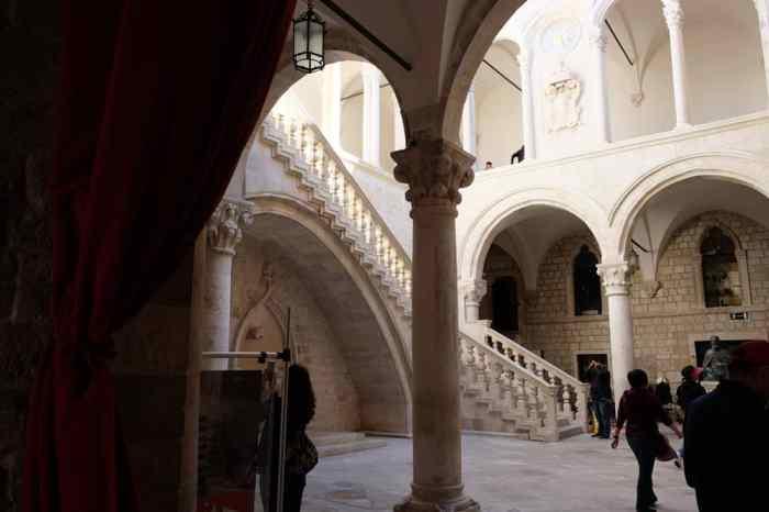 Itinéraire sur les lieux de tournage de Game of Thrones en Croatie - Dubrovnik - Palais du recteur - Qarth ©Etpourtantelletourne.fr