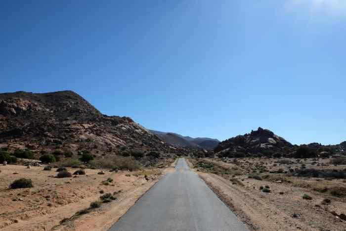 Route Tafraoute Anti-Atlas Maroc ©Etpourtantelletourne.fr