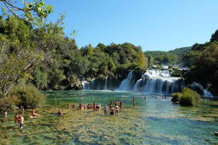 Se baigner dans les cascades dans le parc de Krka en Croatie ©Etpourtantelletourne.fr