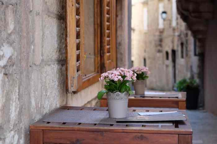 Visite de la vieille ville de Korcula en famille : les ruelles ©Etpourtantelletourne.fr