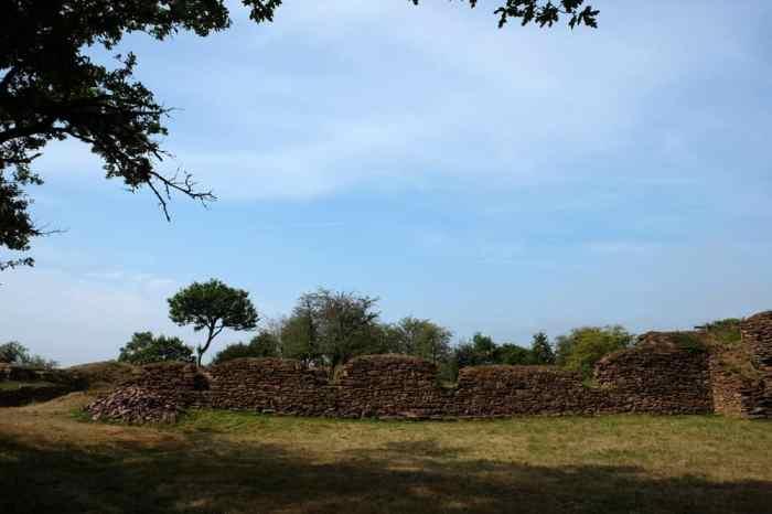 Les ruines du château de Boutavent ©Etpourtantelletourne.fr