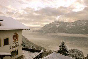 hotel pensione etschblick con vista sulla val d'adige in inverno