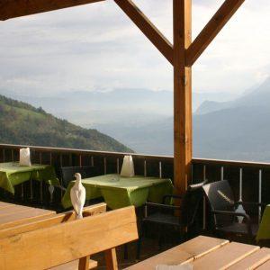 colomba gode la vista sulla val d'adige dalla terrazza