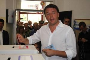 Matteo Renzi vota al suo seggio di Pontassieve (Firenze).
