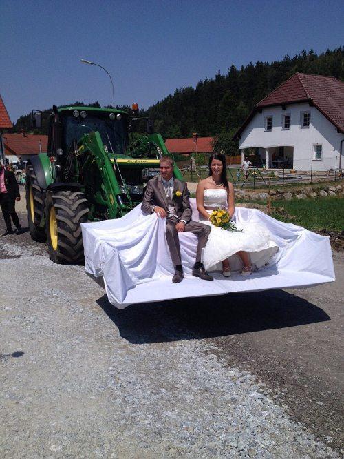 Buchstäblich mit dem Traktor abgeholt
