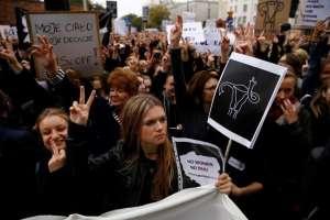 Droit et justice, sauf pour les femmes polonaises : l'avortement remis en question par le gouvernement.