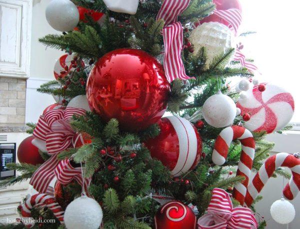 http://www.homebyheidi.com/2014/12/candy-cane-christmas-tree.html?m=1