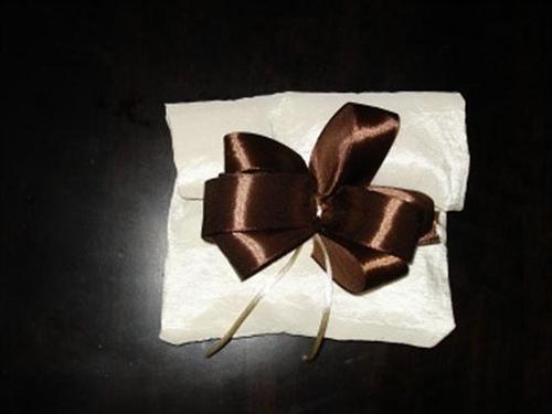Μπομπονιέρα Πουγκάκι, δεμένη σε πακέτο, δεμένη με σατέν κορδέλα και κορδόνι