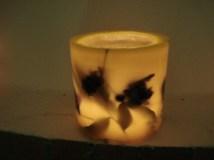 Κυλινδρικό Κερί Εύκηρος με Διακοσμητικά Φύλλα και Κλαριά
